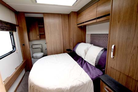 Coachman VIP 575 Bed