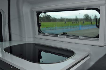 Adria Twin 500 S window