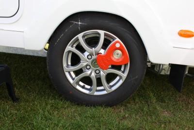 axle wheel lock
