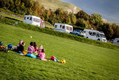 Tips for caravanning with kids thumbnail