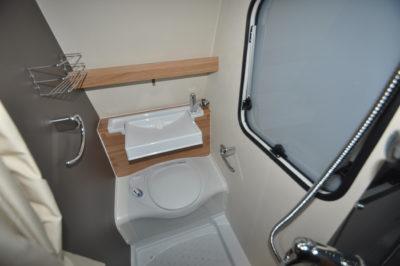 Caravelair Antares 420 washrrom