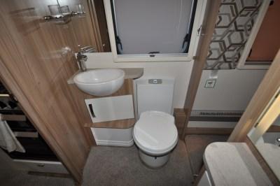 Swift Elegance 650 washroom