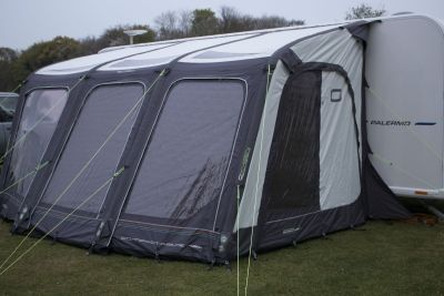 Caravan inflatable awning