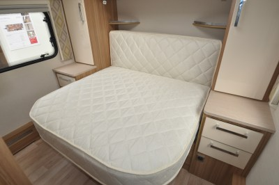 Lunar Clubman SR Double Bed