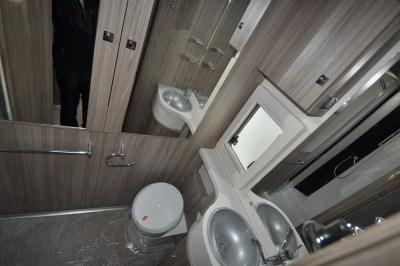Benimar Tessoro 483 washroom