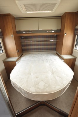 AutoTrail Tracker LB Motorhome Bed