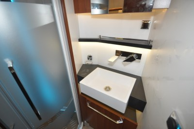 Rapido Distinction i1090 shower room basin