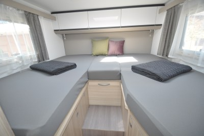 2020 Adria Compact Supreme DL bed