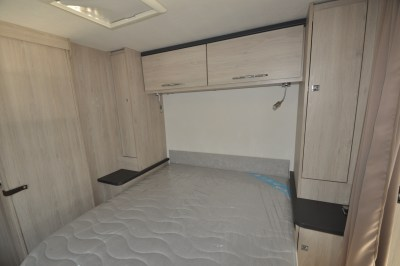 Caravelair Antares 480 fixed bed