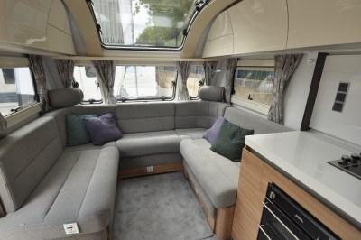 Adria Alpina 623 UL Colorado lounge