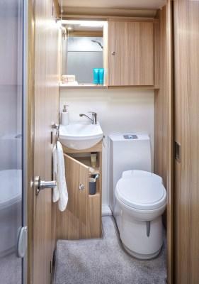 2021 Bailey Phoenix+ 640 washroom