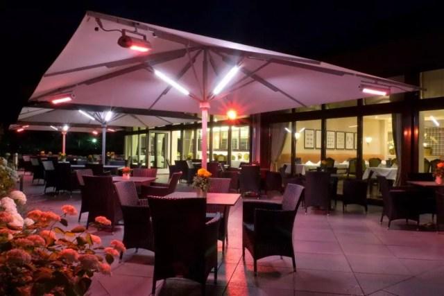 Sonnenschirm Gastroschirm Big Ben Von Caravita Quadratisch Mit Beleuchtung Elegance Mit Integriertem Heizsystem