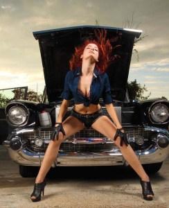 Nopeat autot ja vauhdikkaat naiset