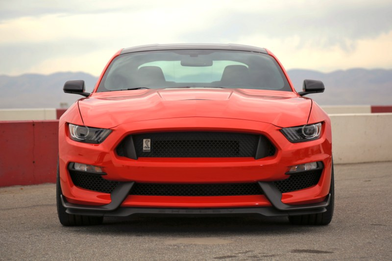 Ford Mustang Shelby GT350 Lead