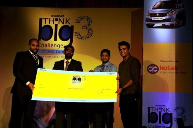 Winner of WagonR Think BIG Challenge Muneesh Kumar Meena flanked by R. Madhavan, Mr. Thomas Cheriyan of MSIL and the esteemed judges