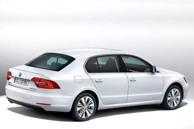 2014-Skoda-Superb-Facelift-Rear