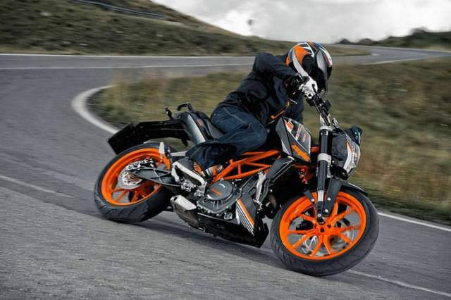 2014-KTM-Duke-390-all-black