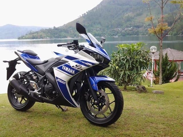 Yamaha YZF-R25 Front Right Quarter
