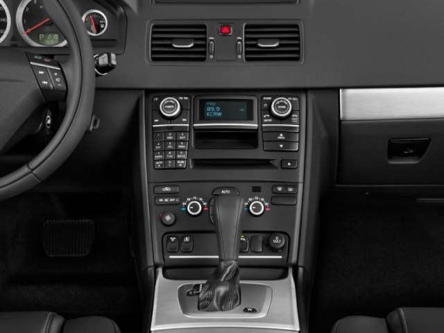 The 2012 XC90 and its conventional instrument cluster