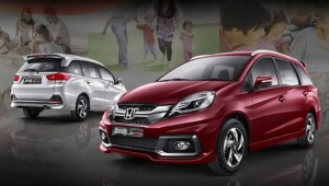 Honda Mobilio RS Front Left and Rear Right
