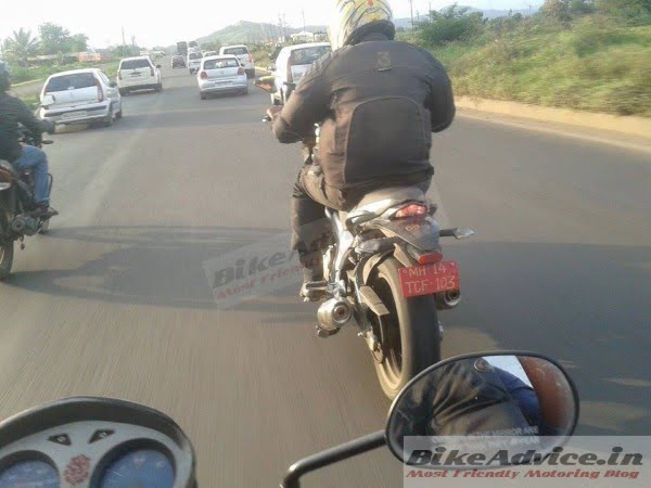 Mahindra-Mojo-Spy-Pics-Black-India-3-600x450
