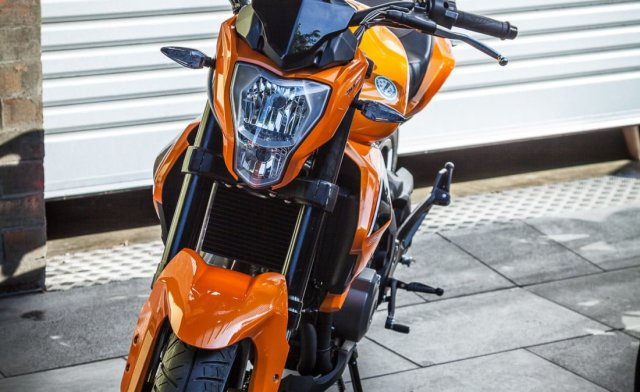 Benelli-BN302-Images-Front-Headlight