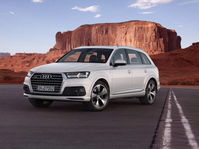2016-audi-q7-front-angle-official-pics-2