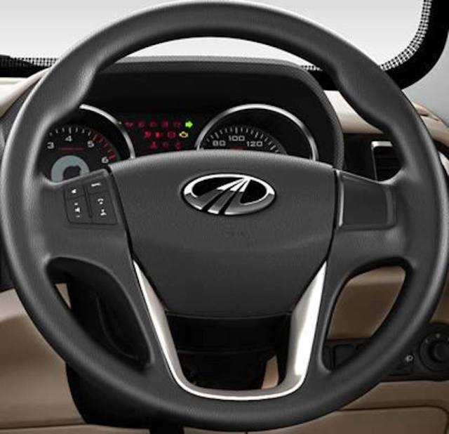 Mahindra-TUV300-steering-wheel-and-instrument-cluster-image