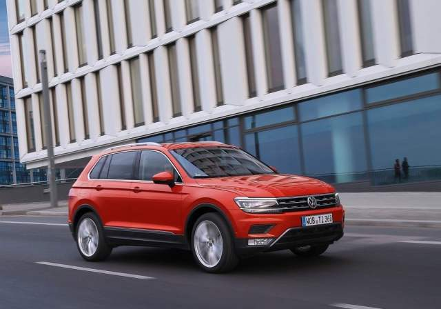 Volkswagen Tiguan India Launch, Price, Specifications, Mileage, Images volkswagen-tiguan-india-official-images-front-angle-action