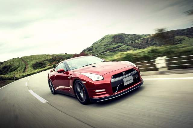 2015-nissan-gt-r-review-photos-front-angle-action
