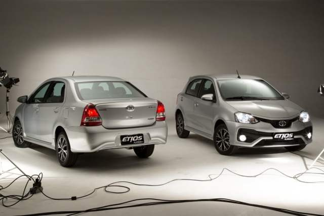new toyota etios liva 2016-facelift-images-front-angle-3