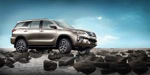 new-toyota-fortuner-official-image-1