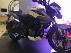 Bajaj-Pulsar-200NS-FI-Images-Side-Profile-White-Black-2