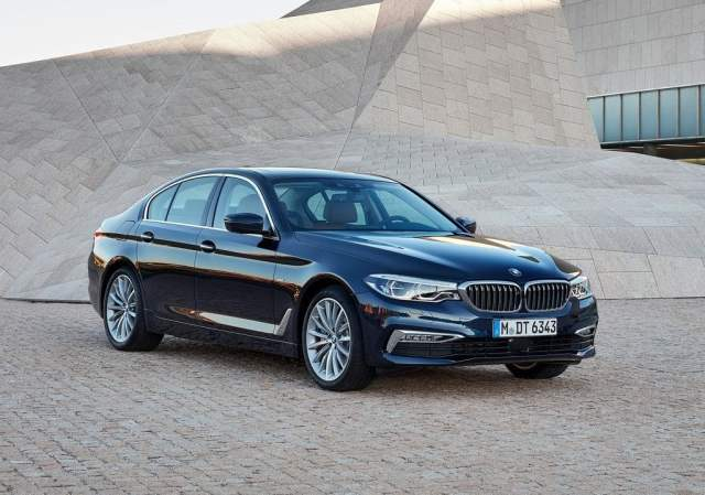 2017 bmw 5 series india official image front angle