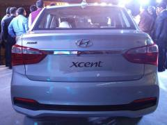 new look 2017 hyundai xcent facelift images rear