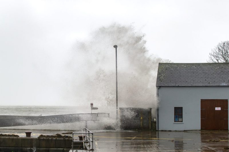 Ex-Hurricane Ophelia hits Schull, Ireland with winds of 80kmh and gusts of 130kmh, 16 Oct 2017. Credit: Andy Gibson/Alamy Live News.