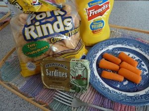 Sardines with yellow mustard and pork rinds solves the