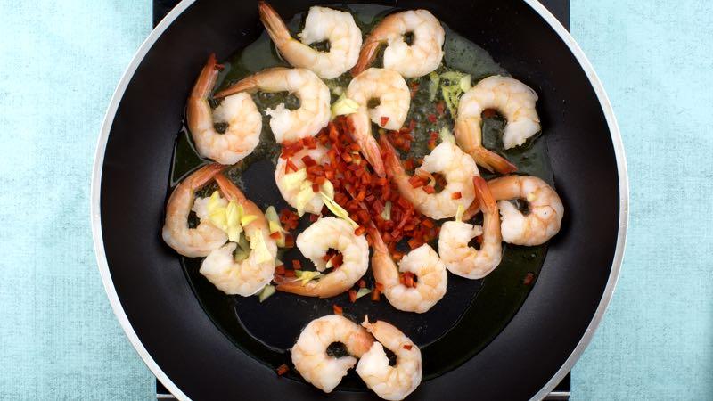 Low-Carb, Gluten-Free Garlic Prawns Recipe - Add the prawns garlic chili