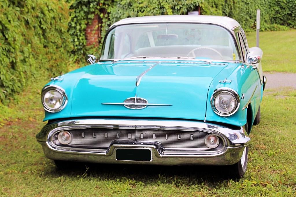 oldsmobile-1575296_1920