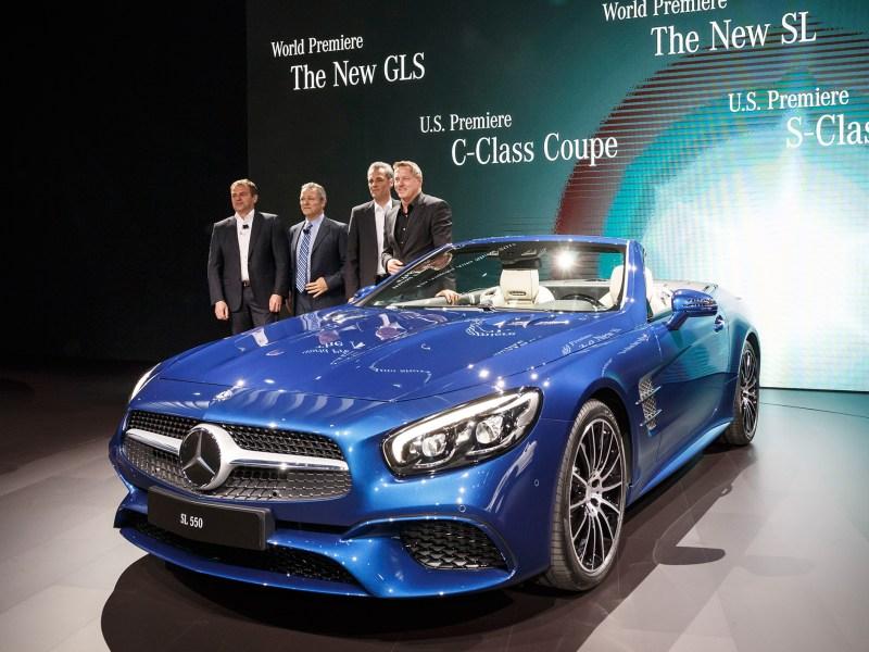 """Gleich zwei Weltpremieren in der Kategorie """"Dream Cars""""  feiert Mercedes-Benz auf der Los Angeles Auto Show 2015. Unter der kalifornischen Sonne debütieren der neue Luxury-Large-SUV GLS und die  Roadster-Ikone SL. Ihre laufende Modelloffensive verstärkt die Marke mit dem Stern durch die US-Premieren des S-Klasse Cabriolets und des C-Klasse Coupés, die in L.A. auch als leistungsstarke AMG Versionen im Rampenlicht stehen.   v.l.n.r:Tobias Moers, Stephen Cannon, Hans-Dieter Kurz, Gorden Wagener Mercedes-Benz is celebrating no less than two world premieres in the """"Dream Cars"""" category at the 2015 Los Angeles Auto Show. The new GLS luxury large SUV and the iconic SL Roadster are having their debut in the Californian sun. Mercedes-Benz is reinforcing its ongoing model initiative with the US premieres of the S-Class Cabriolet and the C-Class Coupé, which are also in the limelight in L.A. in the guise of high-performance AMG versions.   v.l.n.r:Tobias Moers, Stephen Cannon, Hans-Dieter Kurz, Gorden Wagener"""