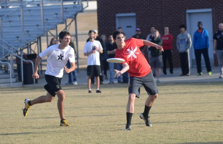 Riley Pope, sophomore media communications major, passes the frisbee to a teammate in the opening ultimate frisbee game against Vanderbilt University. | Photo by Amanda Rohde