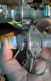 "Pic I took to demo the problem to the seller. Top camlock fits, ""new"" camlock doesnt..."