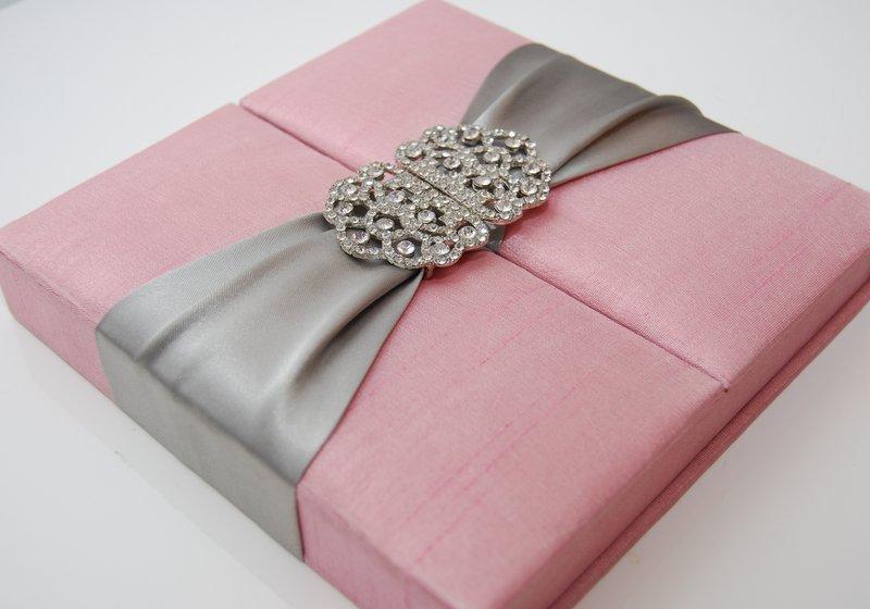 Elite Silk Box With Brooch