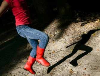 Het anti-zelfhulpboek: aanmodderen in plaats van keihard proberen gelukkig te zijn