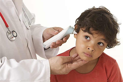 Why do urgent care centers provide better treatment than retail clinics?