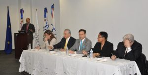 From left: (at podium) Mr. Escipion Oliveira, (head table) 1.Mrs. Florence Van Houtte, Chief of the Trade Section, Support to the Private Sector and Regional Integration of the European Union Delegation in the Dominican Republic, 2. Mr. Antonio Vargas, National Authority of the European Development Funds in the Dominican Republic (DIGECOOM), 3.Mr. Jean Alain Rodriguez, Executive Director of the Center of Export and Investment of the Dominican Republic, 4. Lynette Holder, Chief Executive Officer, Small Business Association (SBA), Barbados, 5.Mr. Antonio Leone, Coordinator of the SELA-SMEs Programme