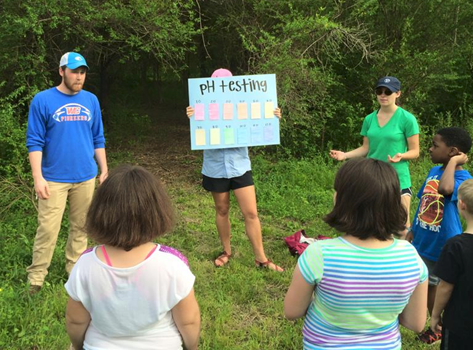 UT Chattanooga students help TenneSEA with environmental education