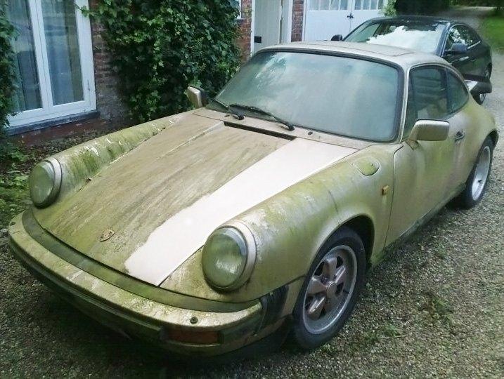 Dusty Porsche 911