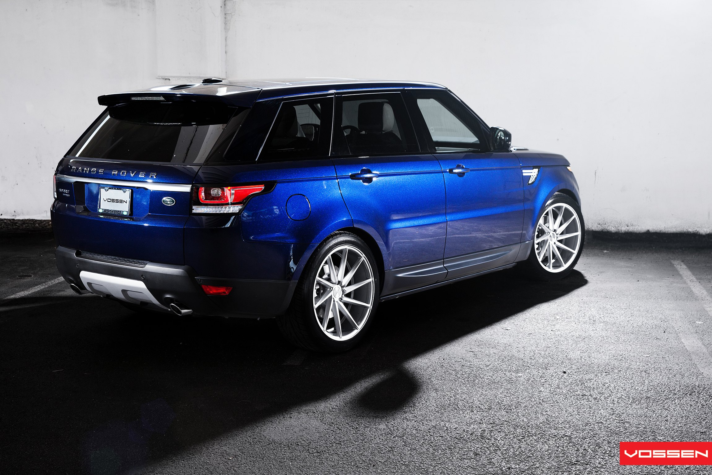 Blue Metallic Range Rover Sport Fitted With Classy Custom Wheels