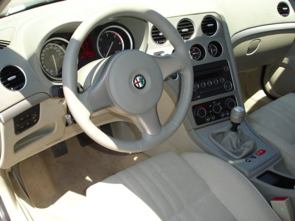 Intérieur d'une Alfa Romeo 159 d'occasion